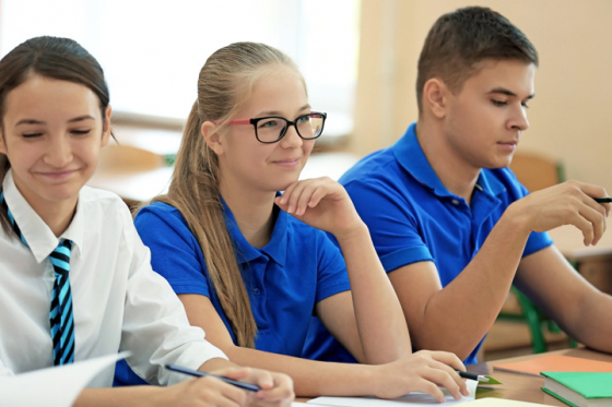 Wearing glasses at school improves performance